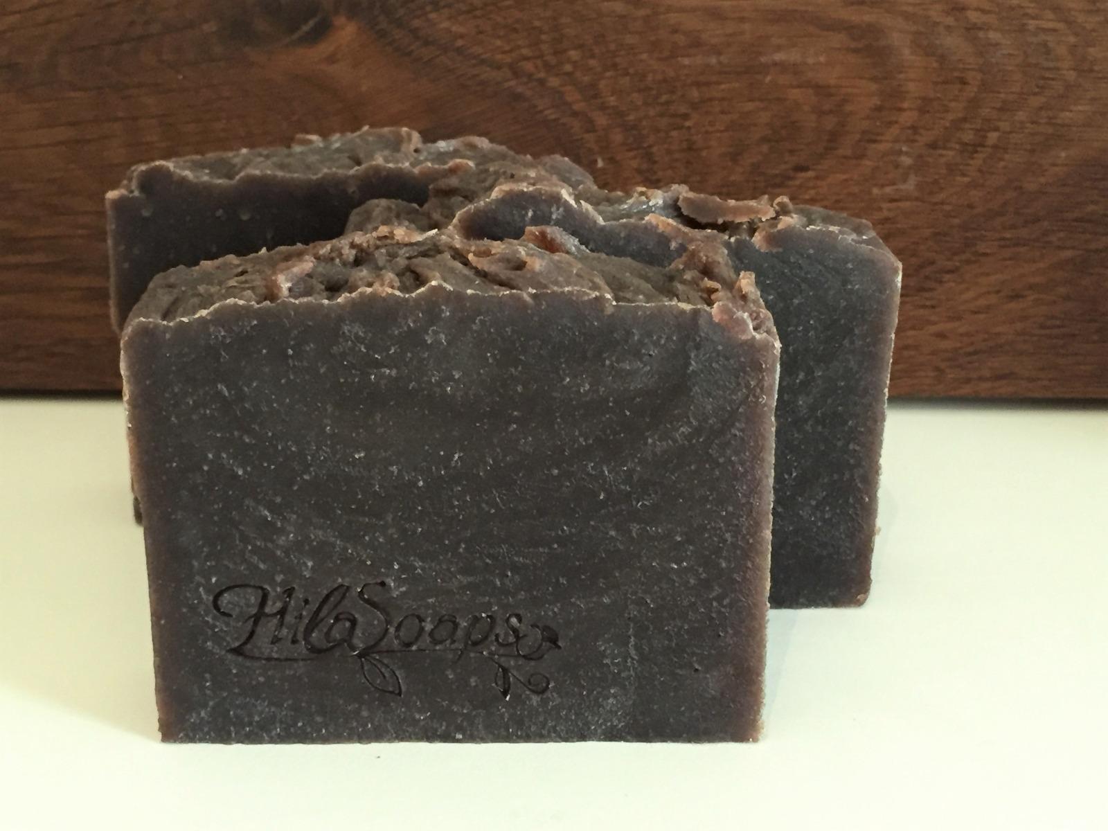 (ה) שמפו מוצק מולסה וקפה בניחוח למון גראס, הילה סבונים - 110-120 גרם