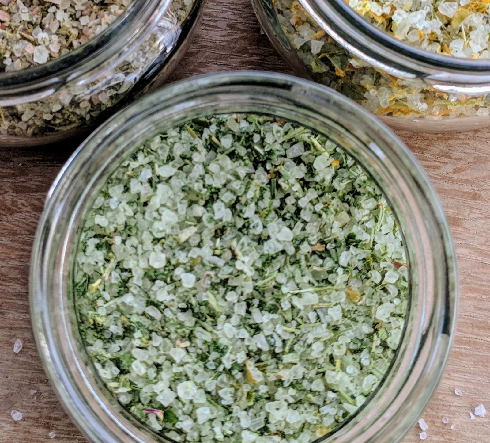 מלח צמחי מרפא אורגני, סרפדים - 50 גרם